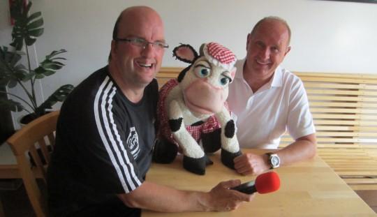 Michael hatte Peter und Dolly am Mikrofon. Damit erstmals eine Kuh!   Bild: KRA 2