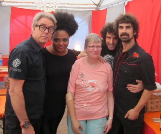 """Im letzten Jahr traf Monika die Band """"The Bellrays"""".   Bild: KRA 2"""